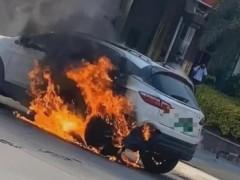 莆田市区一辆新能源汽车自燃