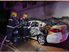 石家庄一电动汽车深夜起火被烧成空壳